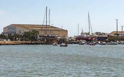 Playas insta a retirar las embarcaciones fondeadas de forma irregular en la zona de Vatasa