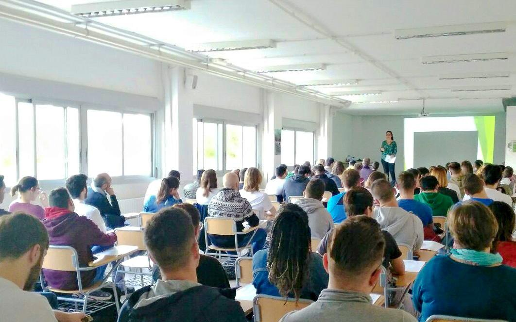 El Servicio Emprende Santa Pola imparte una charla de motivación en el IES Cap de l'Aljub