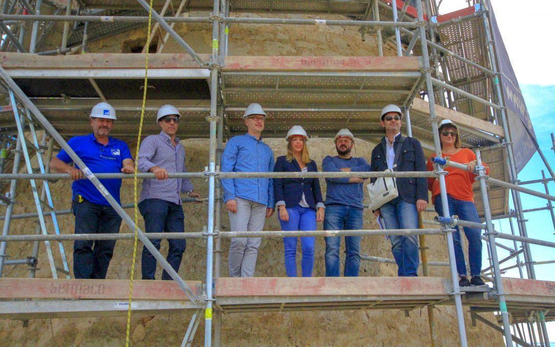 La directora general de Cultura y Patrimonio visita el proyecto de restauración de la Torre Escaletes