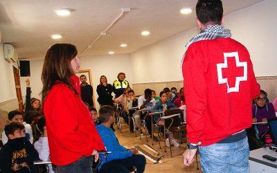 Cruz Roja imparte un taller de primeros auxilios para niñas y niños de sexto de primaria