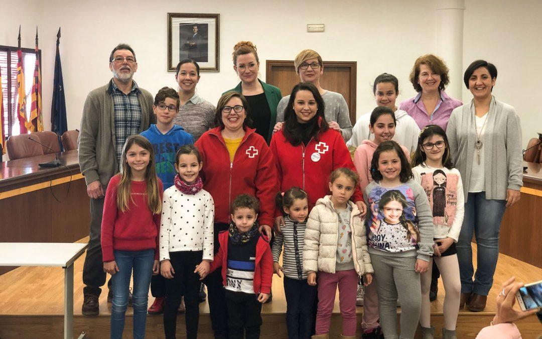 Cuatro colegios donan el premio del concurso de felicitaciones navideñas a Cruz Roja Santa Pola