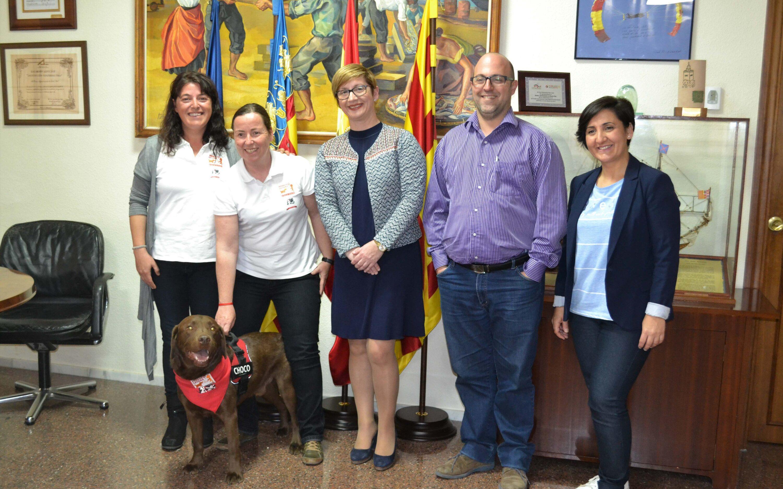 La asociación Somos Humanymal implementa en Santa Pola un programa de lectura facilitada con perros