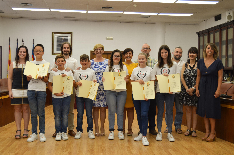 (Castellano) El Ayuntamiento de Santa Pola recibe a los integrantes de la OJPA después de haber sido premiados en Viena