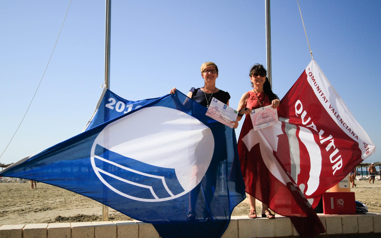 Santa Pola renueva un año más sus Banderas Azules y de Qualitur