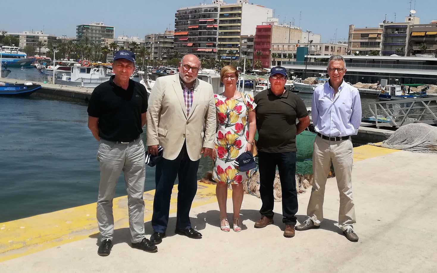 El Ayuntamiento de Santa Pola y la Cofradía de Pescadores presentan juntos iniciativas para mejorar la actividad pesquera y comercial