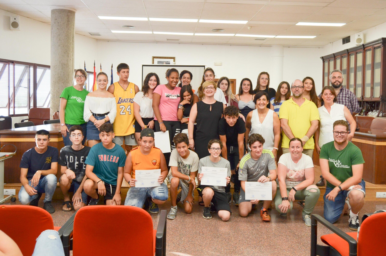 20 jóvenes de Santa Pola han participado en la Escuela de verano de Humanymal, que tuvo ayer su acto de clausura