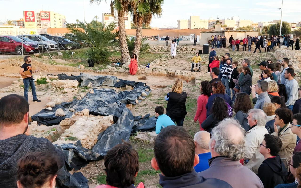 Casi 300 personas acudieron este sábado 10 de noviembre al Abierto por excavaciones, una visita guiada por el yacimiento arqueológico La Picola