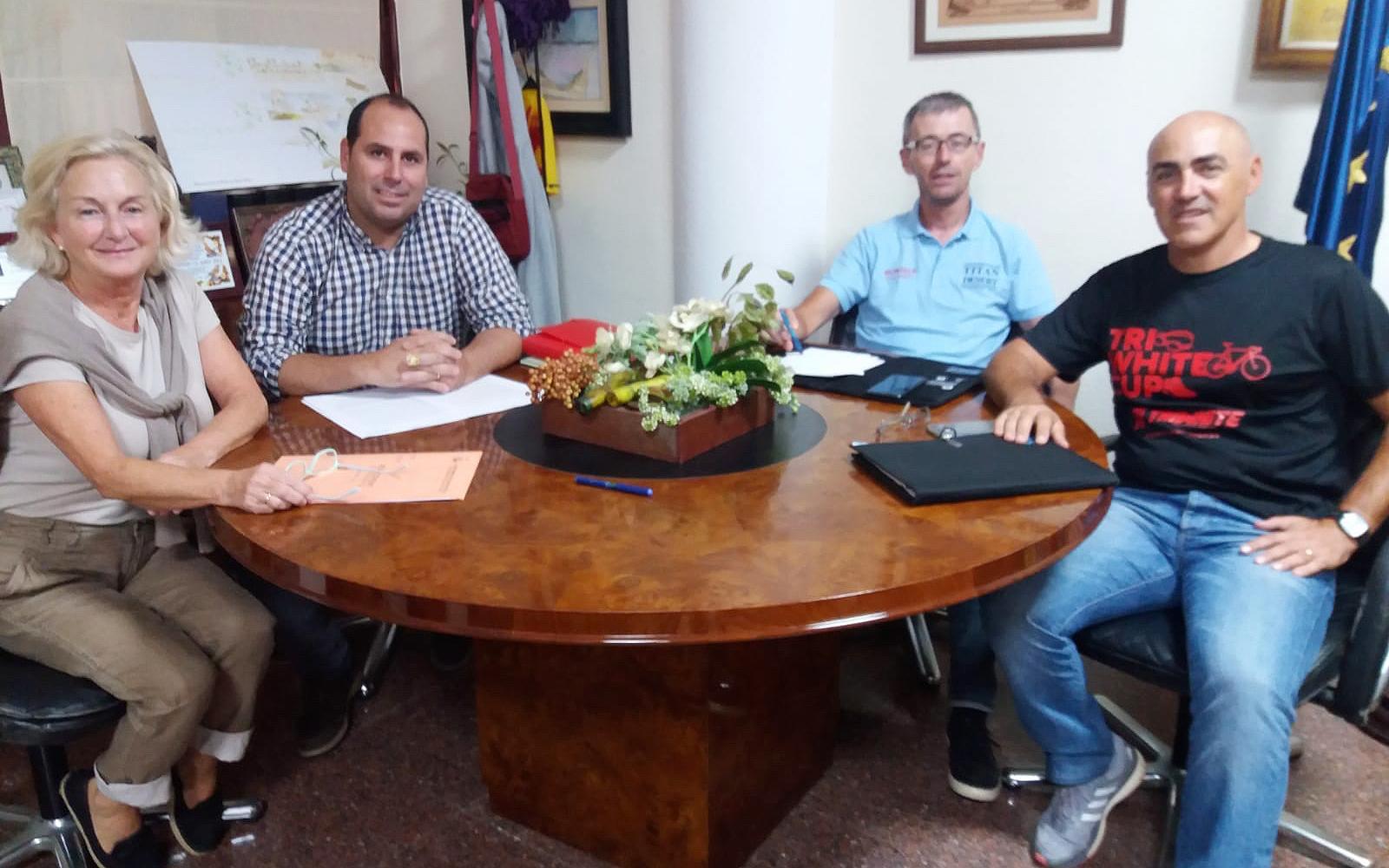 El regidor de Personal i Seguretat Ciutadana es reuneix amb UGT Santa Pola per a millorar les condicions de treball de la Policia Local