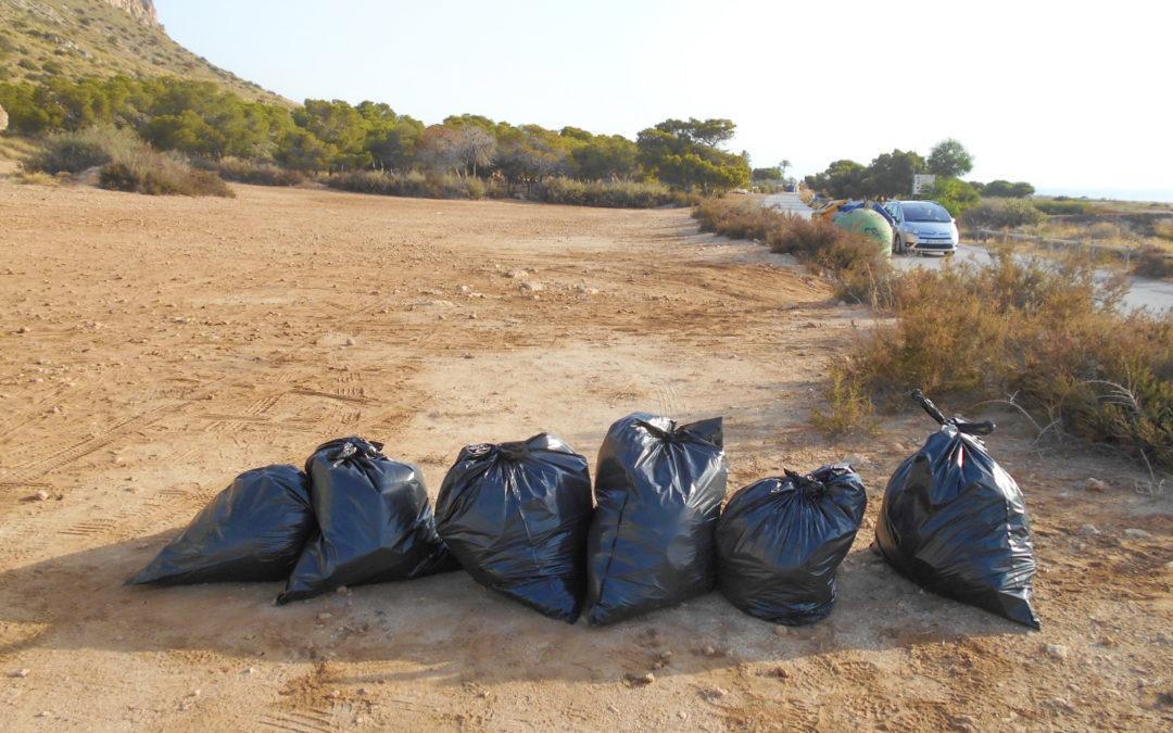 Ecoparques recoge 693 bolsas de basura en las pinadas y zonas costeras de Santa Pola durante 2018