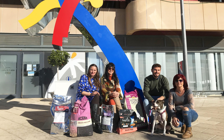La concejalía de Playas y Turismo dona 250kg de pienso a la Asociación Protectora y a la Asociación Propietaria de Animales de Santa Pola