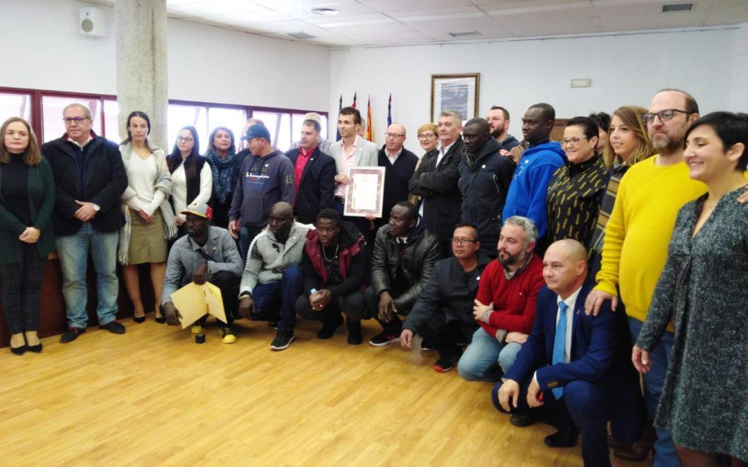 Santa Pola homenajea a la tripulación de Nuestra Madre Loreto y les otorga la insignia de Plata de la Villa