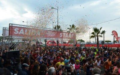 (Castellano) La XXX edición de la Media Maratón de Santa Pola llena las calles de la Villa Marinera de deporte y color