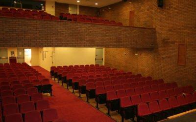 (Castellano) El Salón de Actos de la Casa de Cultura de Santa Pola mejora sus instalaciones, tanto en equipamiento como acondicionamiento