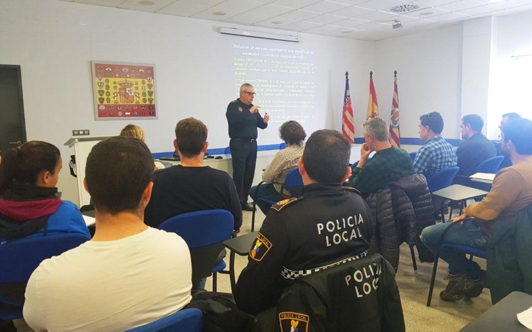 La Policía Local de Santa Pola acoge un curso sobre la actualización de la normativa de tráfico