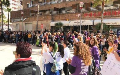 L'Ajuntament de Santa Pola commemora el dia de la Dona amb la lectura d'un manifest i una llista de carrers amb noms de dones