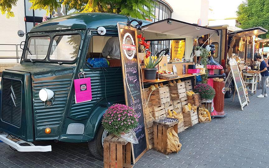 (Castellano) Santa Pola acoge por primera vez la Feria de FoodTrucks, que estará ubicada en la Plaza de la Constitución