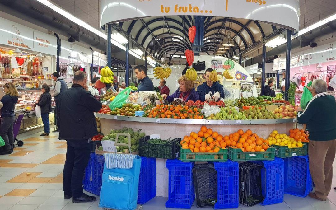 Comerç i sostenibilitat inicien una campanya per a reduir l'ús de les bosses deplàstic en els mercats ambulants