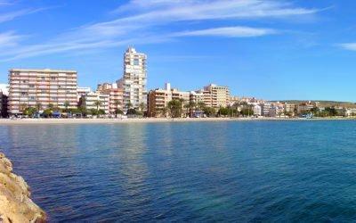 Levante, Santiago Bernabéu, Varadero, las Calas del Este y Tamarit volverán a tener este verano Bandera Azul en sus playas
