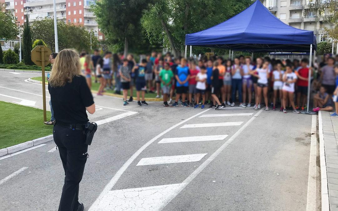 L'alumnat dels col·legis de Santa Pola es reuneix per a gaudir de l'acte de clausura del Parc Infantil de Trànsit
