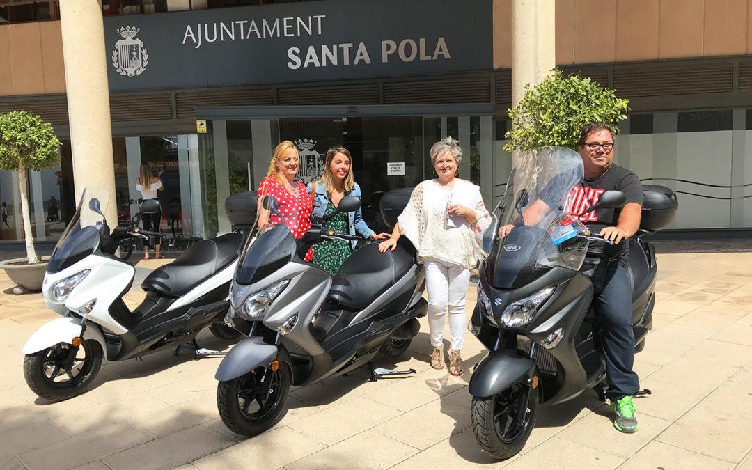 Les notificadores de l'Ajuntament de Santa Pola rebren tres motos amb les quales podran fer el seu treball